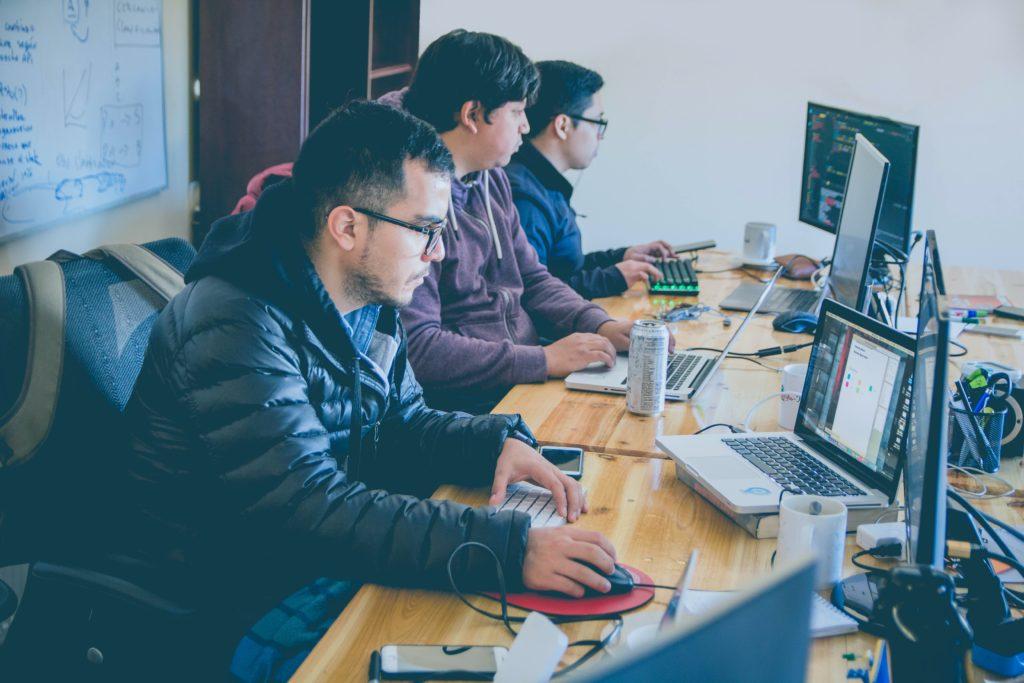 تعليم البرمجة للطلاب