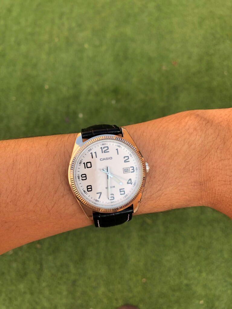 ساعة يد كلاسيكية